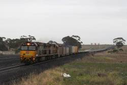 6006 and 6022 lead a very empty Melbourne-bound AM1 service at Manor Loop