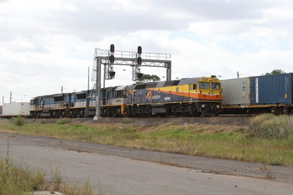 Aurizon 42206 leads LDP003 and LDP001 to the SCT depot at Laverton