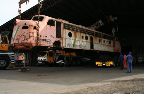 Trailer gone and ready to lower the loco