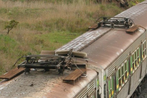 Pantograph tied down for the transfer