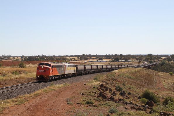S302 and S317 lead the up train away from Melton Weir on the up