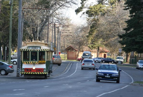 Tram 33 passes the Botanic Gardens