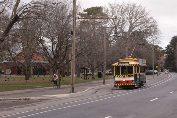 Tram 33 runs through the crossing loop