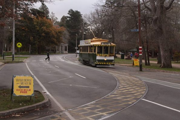Tram 33 passes the depot track junction on Wendouree Parade