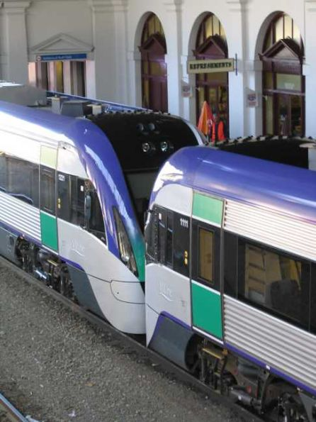 VLocity unit VL11 coupling up to VL21 at Ballarat station