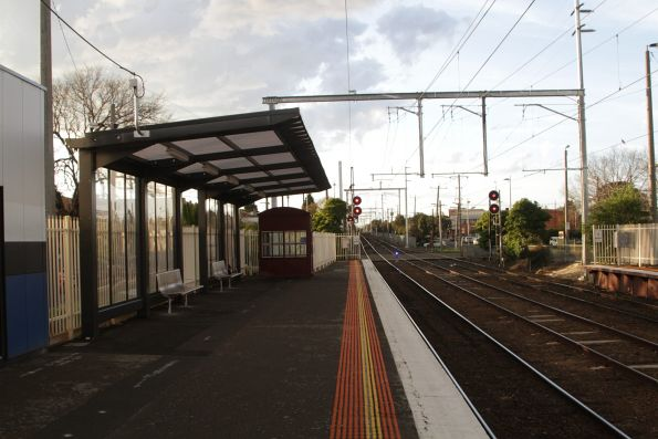 Platform shelter at the up end of Mordialloc platform 1