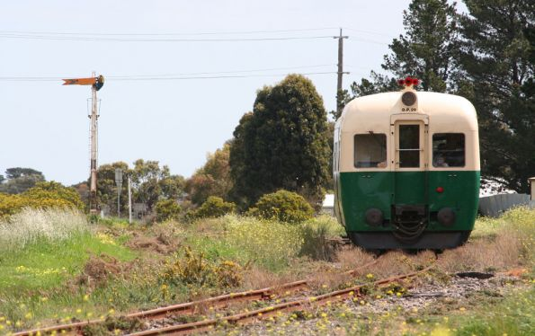 DP29 approaches the Drysdale up distant signal