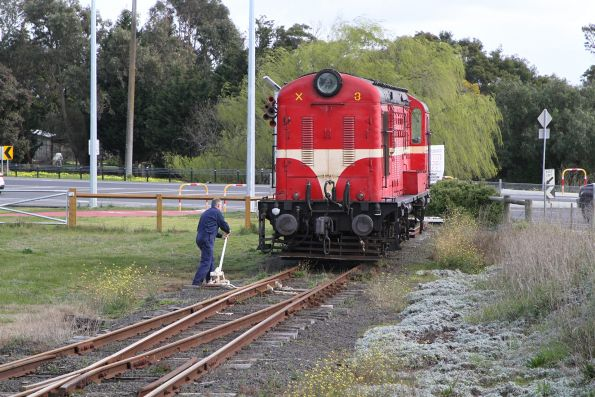 X3 runs around the train at Drysdale station