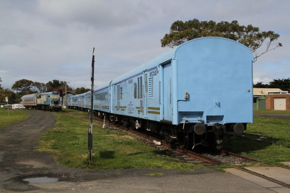 Tail end of the six car Q Train consist at Queenscliff