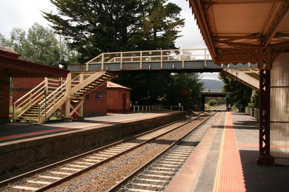Footbridge linking the platforms at Woodend station