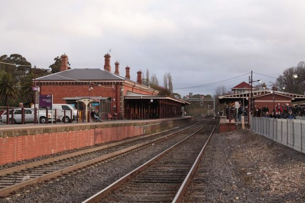 Castlemaine station looking up the line