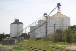 Steel and concrete grain silos at Bordertown
