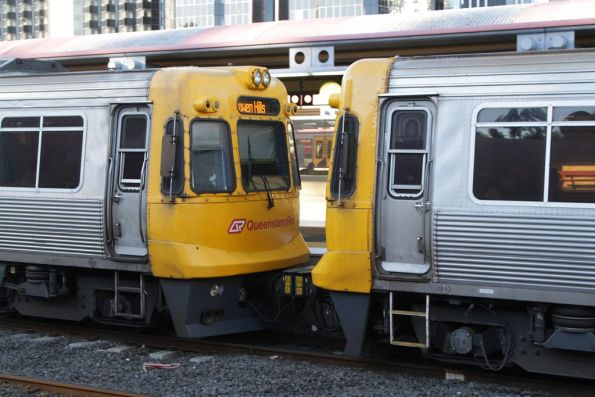 Pair of EMU units coupled to form a 6-carriage set