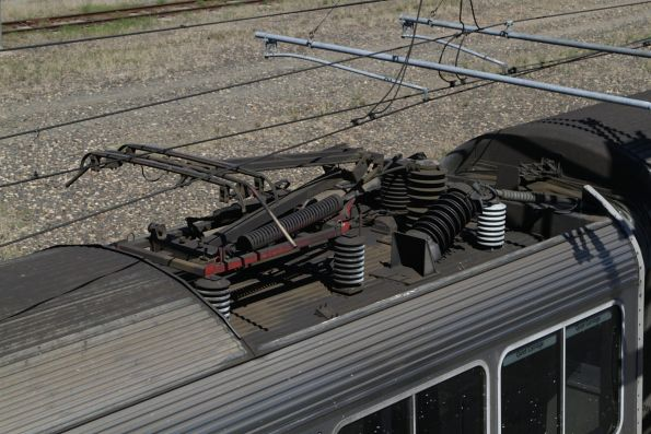 Pantograph atop a 200 series SMU train