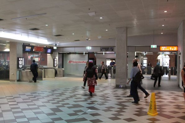 Main concourse of Brisbane Central station, with escalators and lifts to platform 1 and 2
