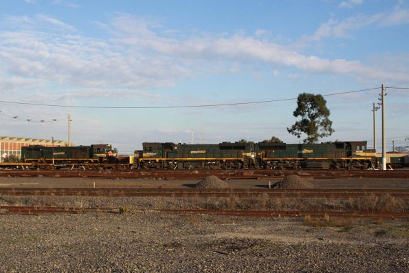 XR550 and XR552 shunt around making up the next rake of victims, X42 with container flats to be scrapped tomorrow