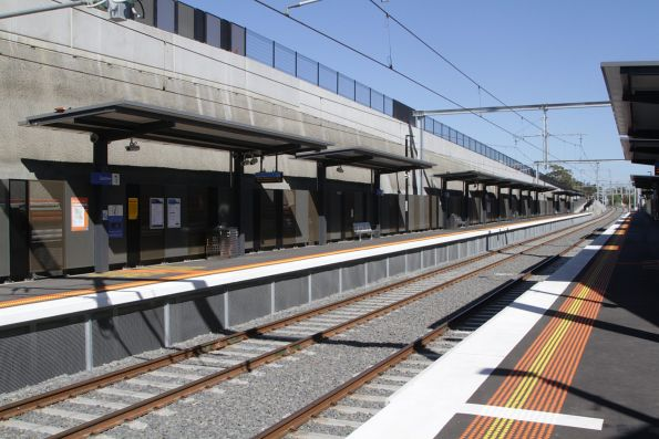 Looking across to the new citybound platform at Gardiner