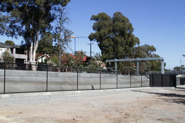 Cyclone fences are all that prevents cars from falling into the railway cutting at Gardiner station
