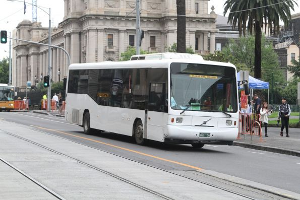 Rockleigh Tours bus BS01DW at Parliament station