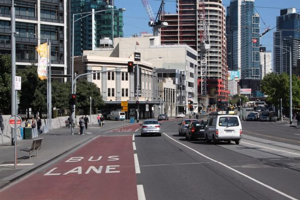Pointless bus lane southbound on Queensbridge Street: it forces road traffic onto the tram tracks!
