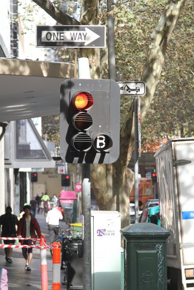 'B' light to allow terminating southbound buses to make a u-turn at Queen Street and Flinders Lane