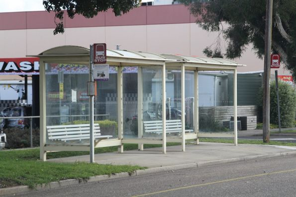 Generic 'bus stop' signage in Drouin