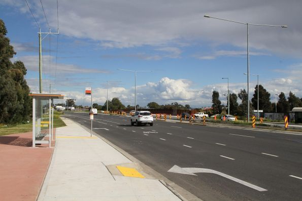 Bus stop on Plenty Road atop the Mernda rail underpass