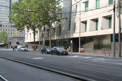 Route 605 bus stop at William and Lonsdale Street replaced by a bike lane and police parking