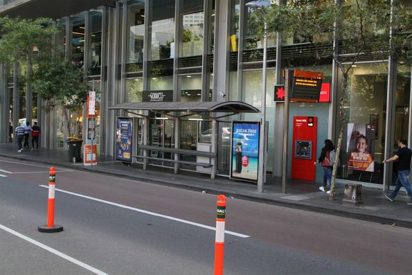 'Lonsdale Street buses disrupted' signage at the Lonsdale and Swanston Street bus stop