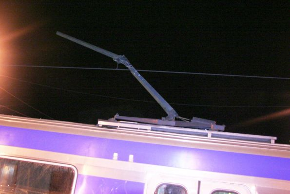 First pantograph missing the contact bar