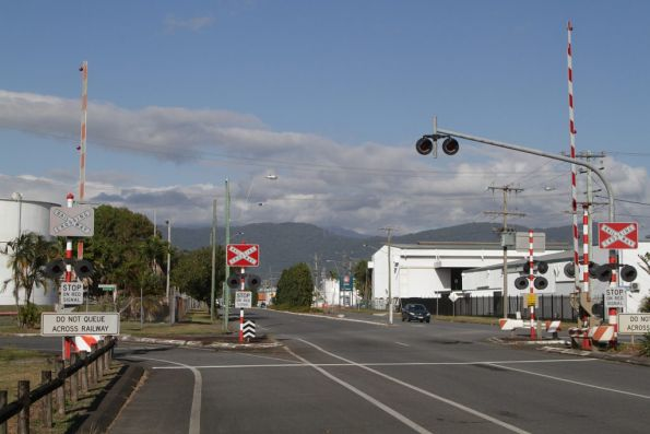 Level crossing with Kenny Street in southern Cairns