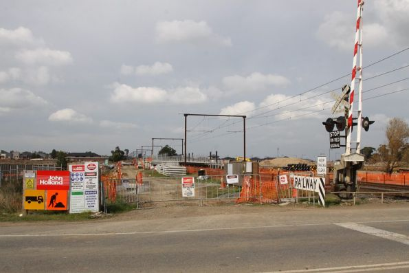 Level crossing at Cardina Road looking towards the station platforms