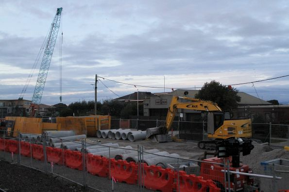 Building the new road bridge over the Patterson River at Carrum