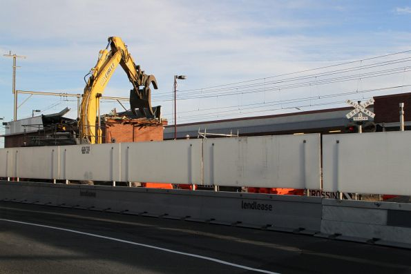 Demolishing the building at Carrum platform 2