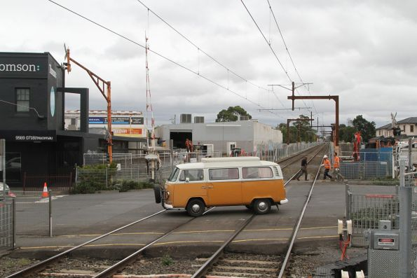 Murrumbeena Road level crossing at Murrumbeena stations
