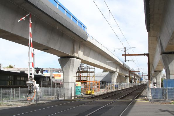 Folding tip boom barriers at Murrumbeena Road allow the bridge to be built overhead
