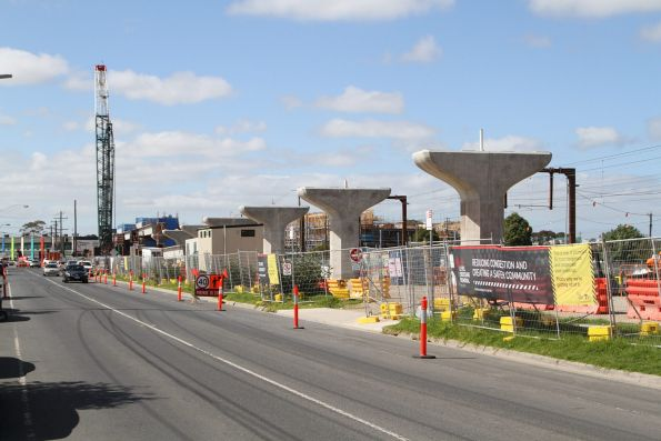 Transition to a single twin track viaduct near Centre Road, Clayton