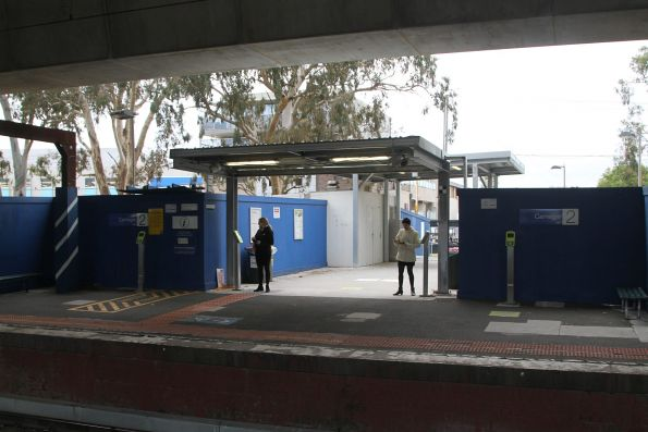 Temporary access to Carnegie station platform 2