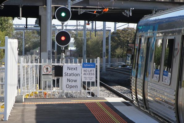 'Next station now open' and 'No lift access' signs at the up end of Oakleigh station