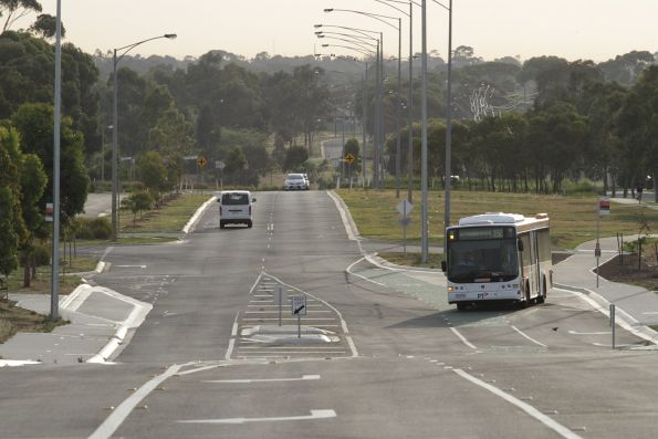 CDC Melbourne bus #118 7516AO on a route 192 service on Greens Road in Wyndham Vale