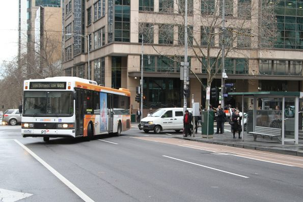 CDC Melbourne bus 4353AO turns from William into Lonsdale Street on route 605