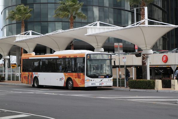 CDC Melbourne bus #142 9586AO on route 625 at Chadstone Shopping Centre