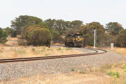X31 and H4 at Grovedale, returning light engine from Waurn Ponds