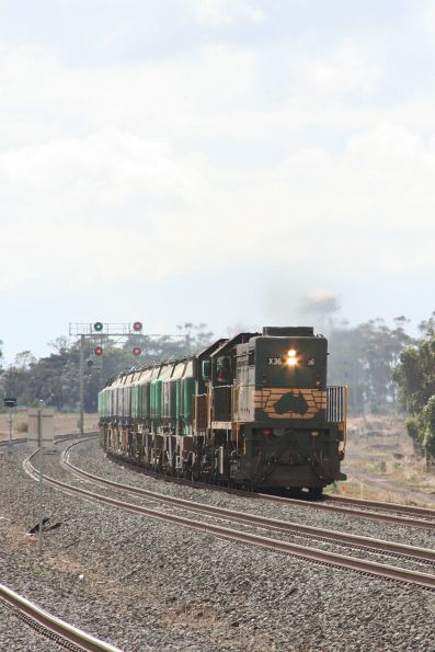 X36 and H4 Geelong bound outside Little River