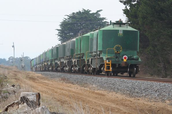 X31 crosses the Surfcoast Highway at Grovedale, returning from Waurn Ponds with loaded cement wagons