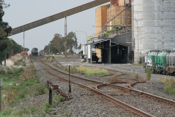 A85 leads the down train into the cement works at Waurn Ponds
