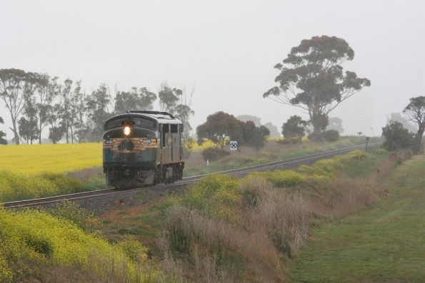 A85 returns light engine from Waurn Ponds at Grovedale