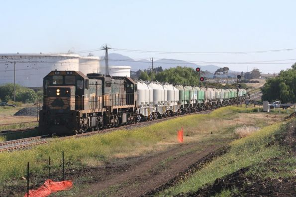 H4 and X31 approach North Shore with a down cement train