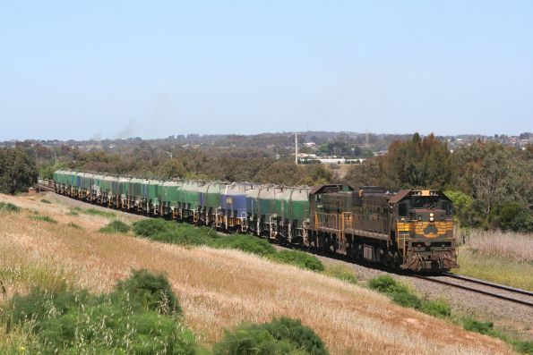 X31 leads H4 back to North Geelong through Breakwater