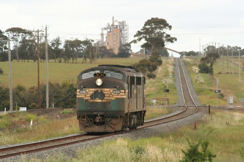 A85 returns light engine from the Waurn Ponds cement works